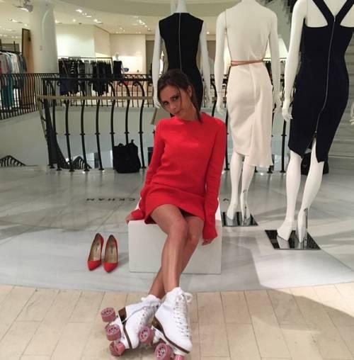Victoria Beckham fa il manichino su Instagram 4