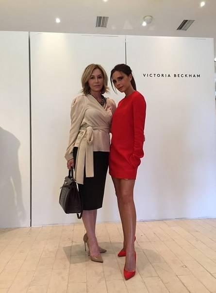 Victoria Beckham fa il manichino su Instagram 2