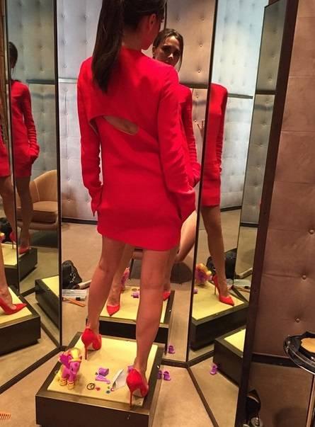 Victoria Beckham fa il manichino su Instagram 9