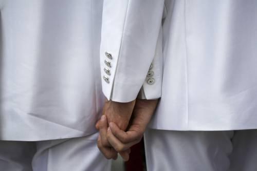Commessi insultano clienti gay, l'azienda si scusa ufficialmente