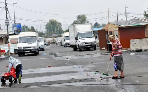 """""""Scuolabus per soli rom"""": scoppia la bufera a Pisa"""