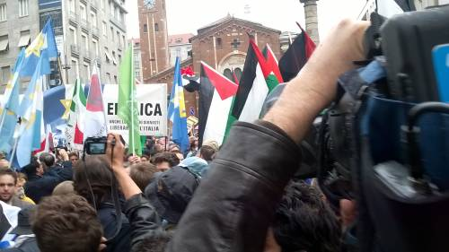 Tensioni al corteo di Milano 6