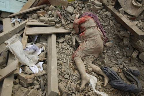 Un forte terremoto ha scosso il Nepal 2