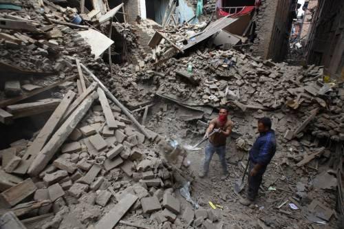 Un forte terremoto ha scosso il Nepal 4