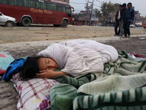 Un forte terremoto ha scosso il Nepal 3