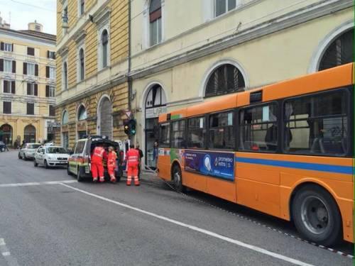 Ancona, autobus si schianta: 18 feriti 5