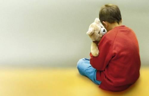 Bimbo autistico in corridoio. È scontro tra mamma e scuola