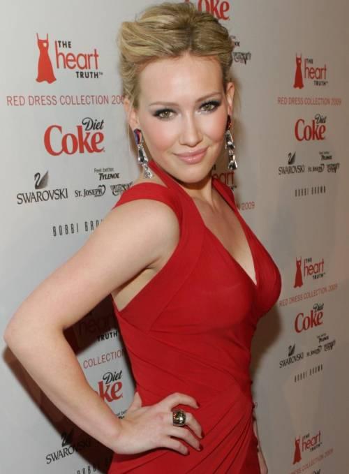 Hilary Duff cerca su Tinder l'anima gemella 2