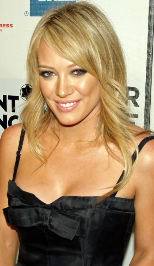 Hilary Duff cerca su Tinder l'anima gemella 4