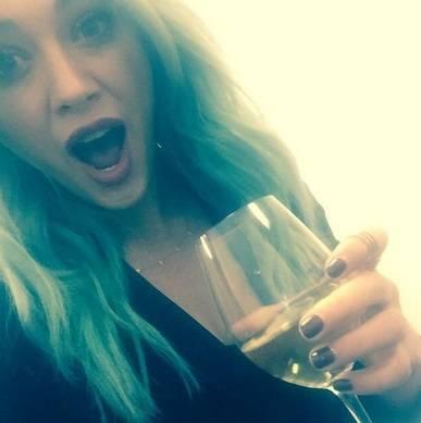 Hilary Duff cerca su Tinder l'anima gemella 8