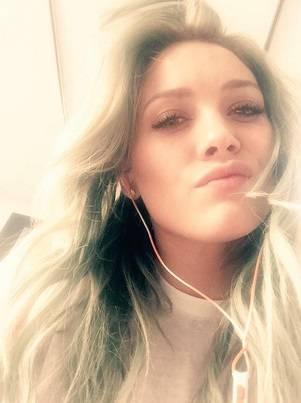 Hilary Duff cerca su Tinder l'anima gemella 7