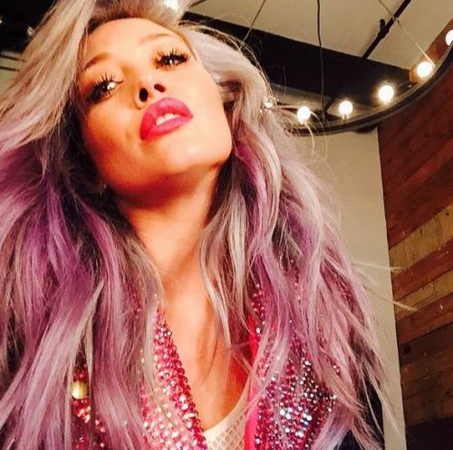 Hilary Duff cerca su Tinder l'anima gemella 3
