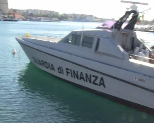 Scacco ai narcos del mare: sequestrate 1,5 tonnellate di marijuana