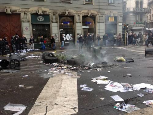 La distruzione dopo la prima carica dei Black Bloc 17