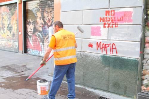 Al lavoro per ripulire Milano dopo gli scontri 5