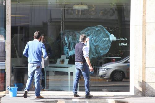 Al lavoro per ripulire Milano dopo gli scontri 3