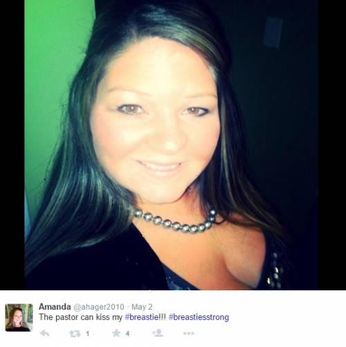 """""""Selfie con seni in vista, una sconfitta per le donne"""": proteste sul web 8"""