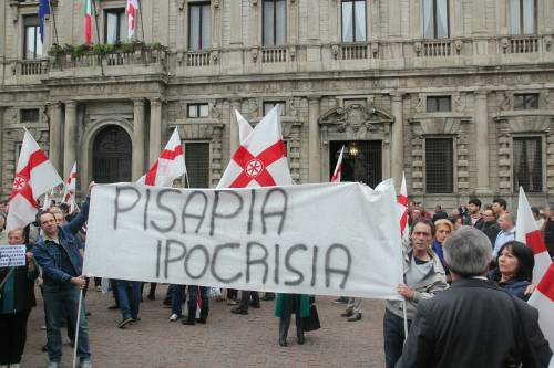 La Lega scende in piazza a Milano 5