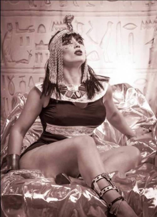 Carmen De Luz, scatti hard tra le piramidi 7