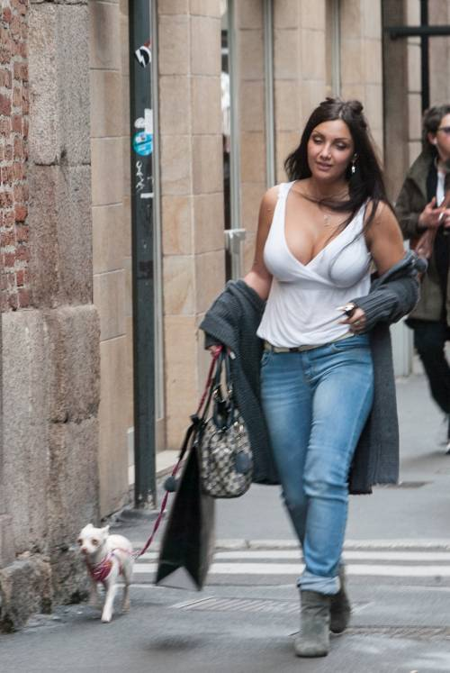 Elettra Lamborghini, shopping sexy a Milano 11