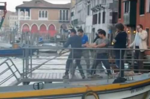 Venezia, cede il ponte: 12 vip in acqua 3