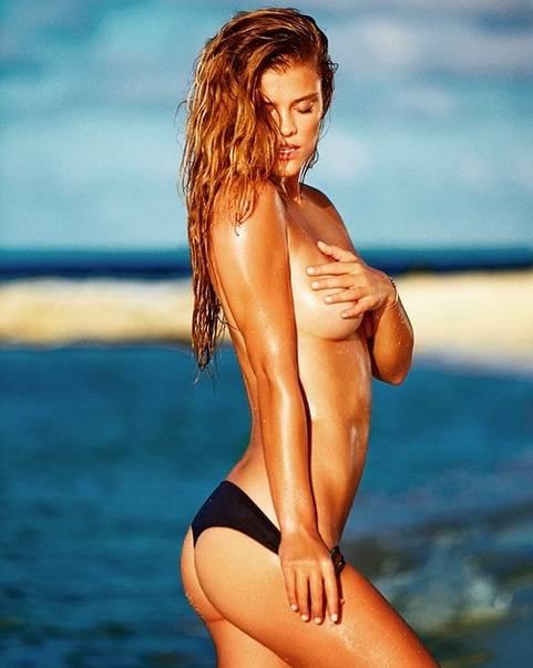 Nina Agdal prende il sole in topless, ma si ustiona 5