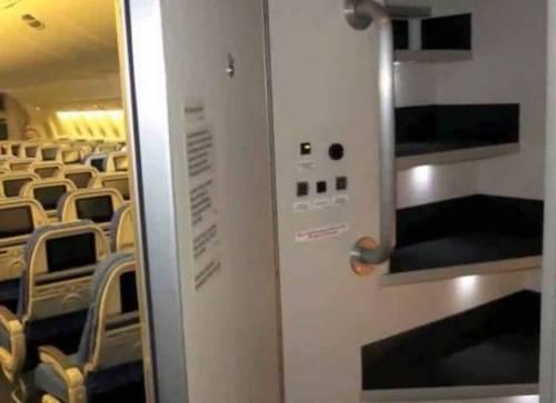 Ecco dove dormono le hostess sugli aerei 4