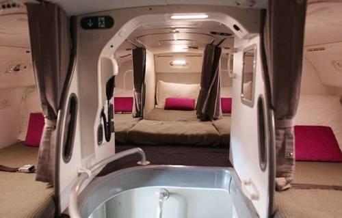 Ecco dove dormono le hostess sugli aerei 7