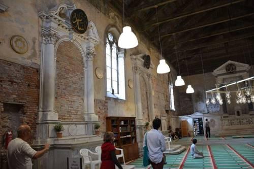 Chiesa trasformata in moschea: ecco le immagini dall'interno 4