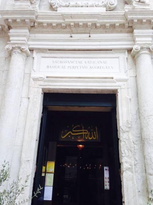 Chiesa trasformata in moschea: ecco le immagini dall'interno 10