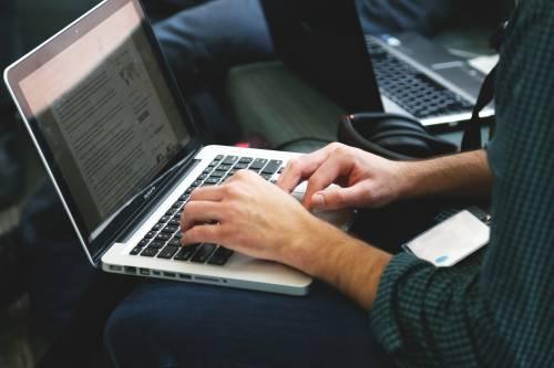 Shopping online: è malattia per una persona su 20