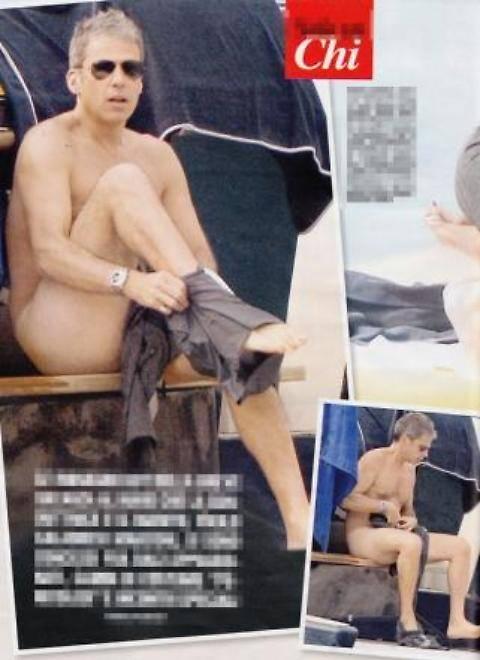 Alessia Marcuzzi, sexy massaggio al marito in barca 4