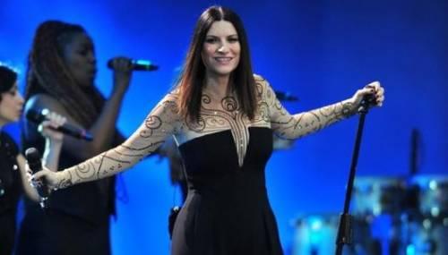 Laura Pausini torna in tv con un concerto: attaccata su Twitter 2