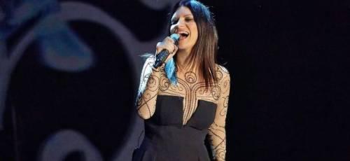 Laura Pausini torna in tv con un concerto: attaccata su Twitter 3