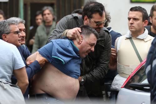 L'arresto dell'uomo che ha fatto fuoco con un fucile da un balcone nel quartiere Secondigliano