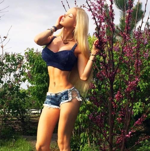 Valeria Lukyanova, la Barbie umana 22