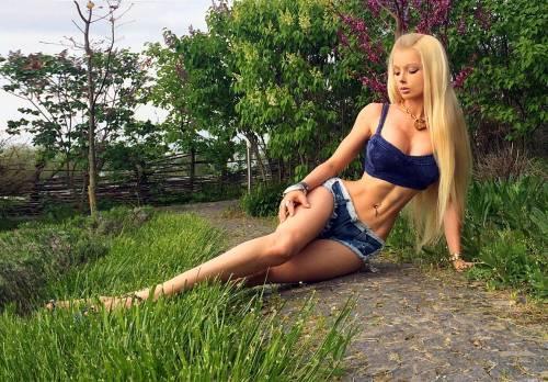 Valeria Lukyanova, la Barbie umana 25