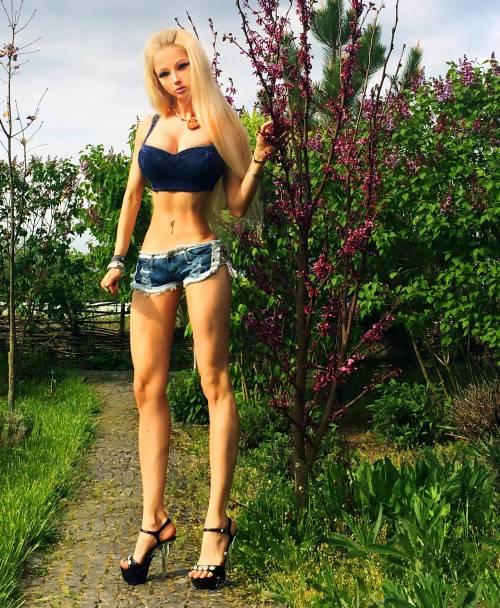 Valeria Lukyanova, la Barbie umana 23