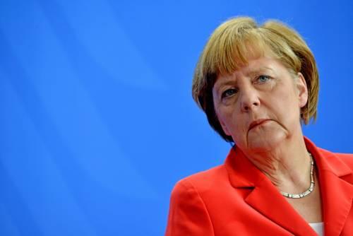 Nave della Merkel scarica 544 clandestini in Calabria