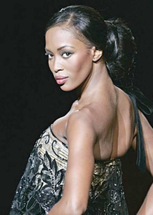 Naomi Campbell, 45 anni da Venere Nera 23