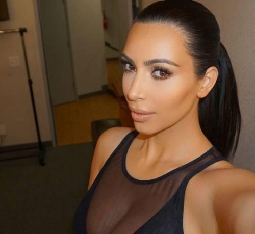 """Kim Kardashian e la sorella Khloe litigano per chi è più famosa: """"tu hai un complesso d'inferiorità"""" 9"""