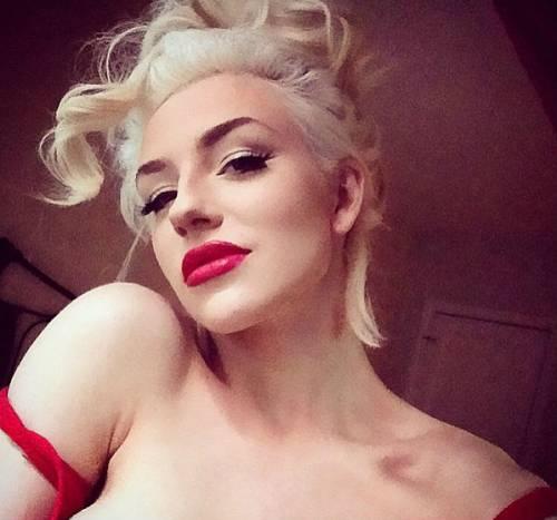 Courtney Stodden, da sposa minorenne a star di Instagram tutta curve 11