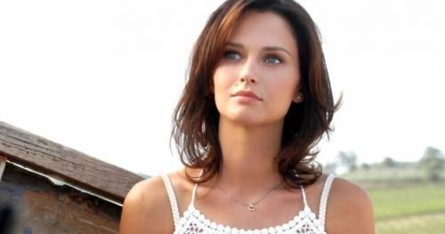 """Tv, Anna Safroncik lascia """"Le tre rose di Eva"""" e scoppia la polemica"""