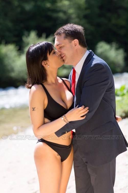 Sara Tommasi apre una nuova fanpage su Facebook: tutte le foto sexy 7