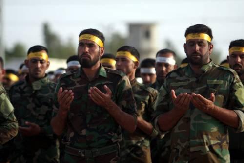 Uomini delle milizie sciite Kataib al-Abbas in addestramento vicino a Ramadi