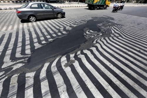 Il caldo killer scioglie l'asfalto 3