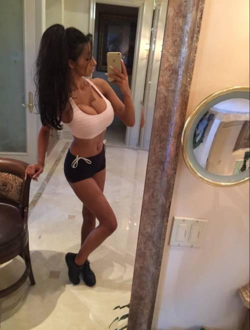 Chloe Mafia, da XFactor a Playboy 9