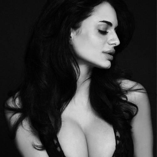 Cristina Del Basso: i selfie hot fanno impazzire Facebook 14