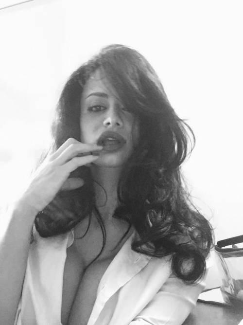 Cristina Del Basso: i selfie hot fanno impazzire Facebook 17