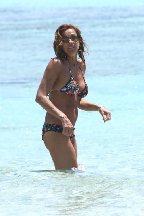 Il topless di Cristina Parodi a Formentera 8
